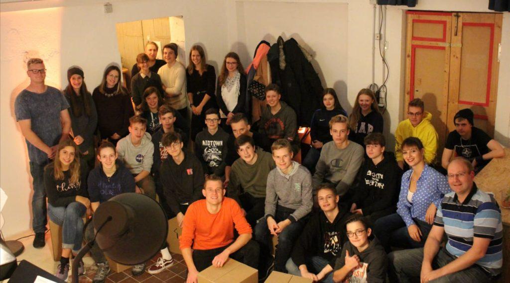 Jugendliche im Gruppenbild